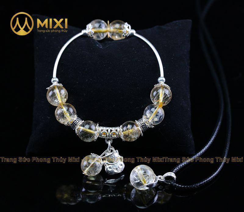 Vòng Tay Đá Thạch Anh Vàng 2A 10 Mix Charm Mèo Thần Tài Treo Bạc 999 BMTT01